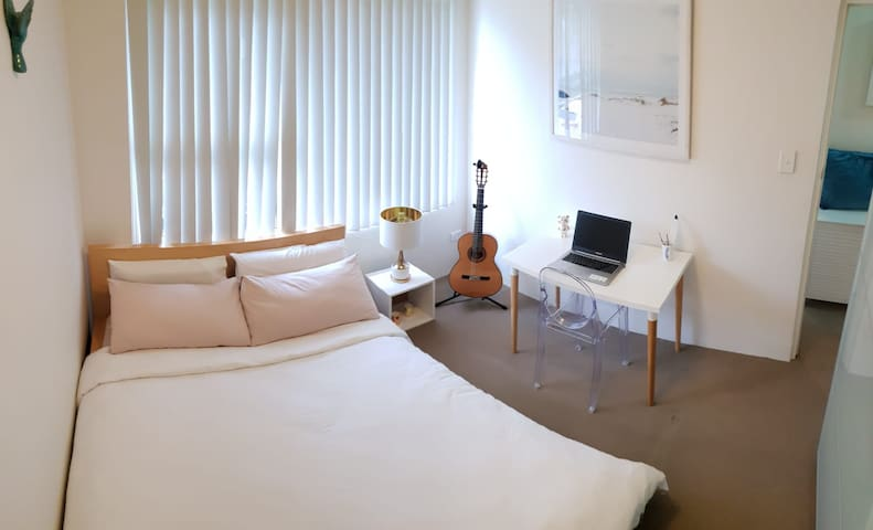 A lovely PRIVATE bedroom in Kogarah