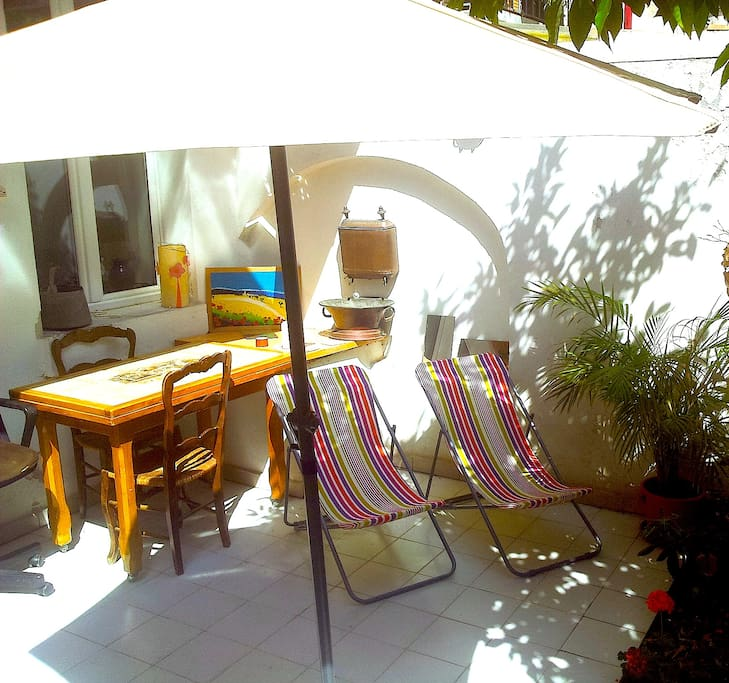 Nice terrace near train station old port mucem for Train marseille salon de provence