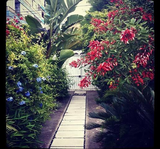 House with quiet courtyard and garden. - Costa da Caparica - House