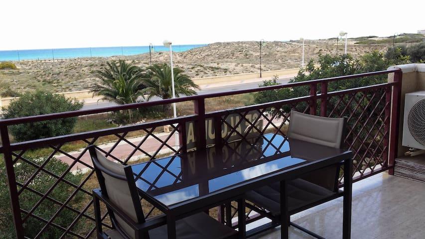 Piso con piscina y vistas al mar (turismo VT45087) -  Torrevieja  La Mata - Apartamento