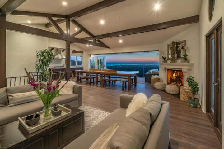 Expansive Ocean and Mtn views in paradise!