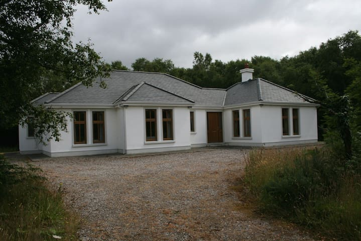 Woodland Cottage with Lake Access - Mayo