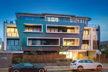 Prestigious, Private & Convenient - Malvern East - Apartament