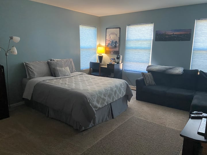 Huge Private Room, Great Location and amenities.