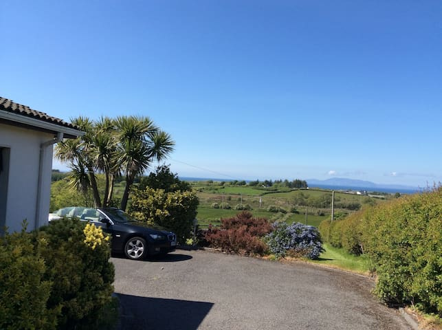 Stunning View of Donegal Bay with Tennis Court - Sligo - Hus