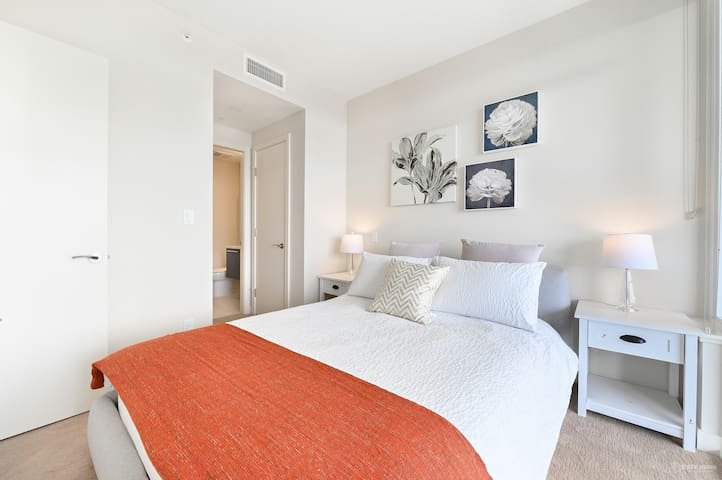 Metrotown brand new condo living 8