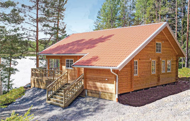 Holiday cottage with 4 bedrooms on 100m² in Årjäng