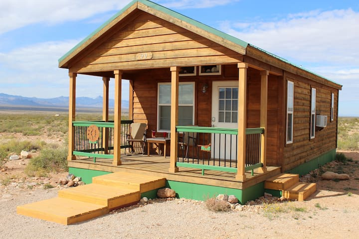 Tiny home + observatory, mtn / vly views & birding