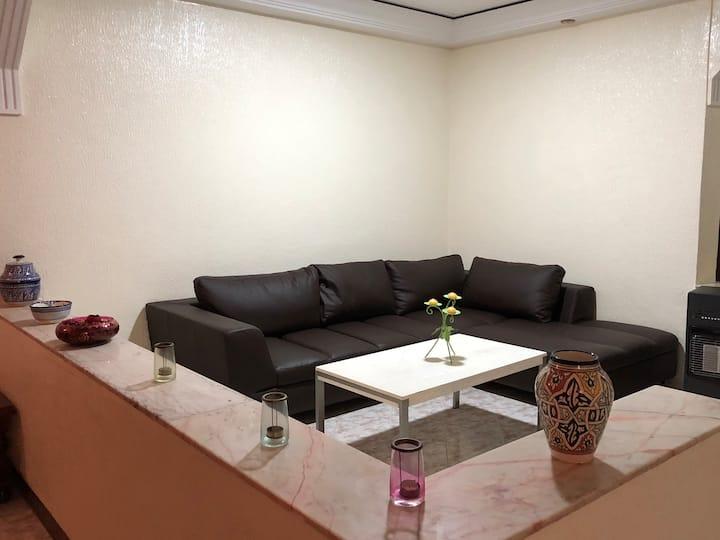Appartement en plein centre, entièrement meublé!!