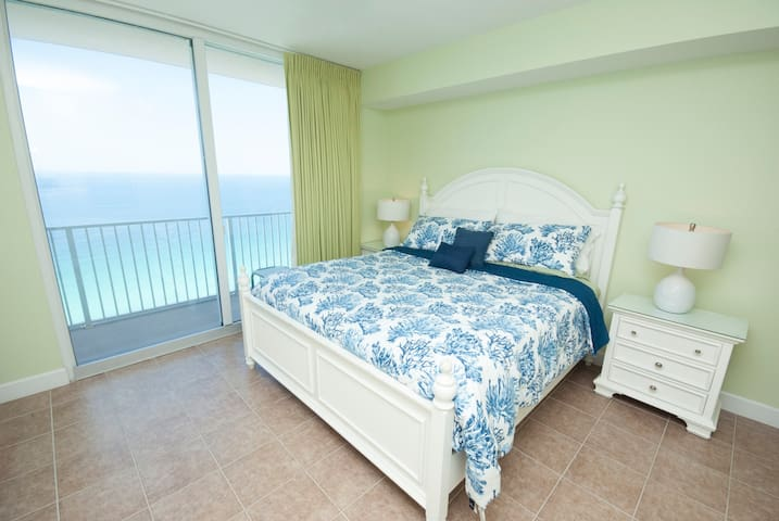 ★NICE★ Master on Gulf ★ 2 Baths ★Free Beach Chairs
