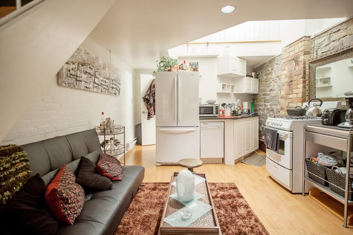 1bed Loft In 130yr Victorian Duplex - Toronto - Townhouse