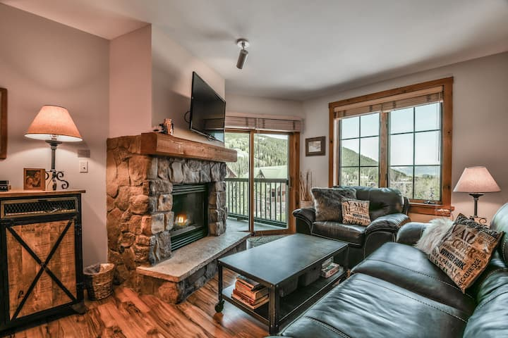 Beautifully Updated condo in the Village! Outdoor Hot Tubs & Heated Pool  Dakota Lodge 8501