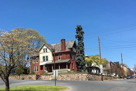 1892 West Bethlehem Mansion - Hus