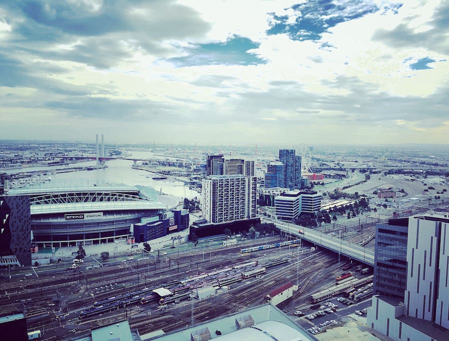 Glorious Docklands views by day/night !