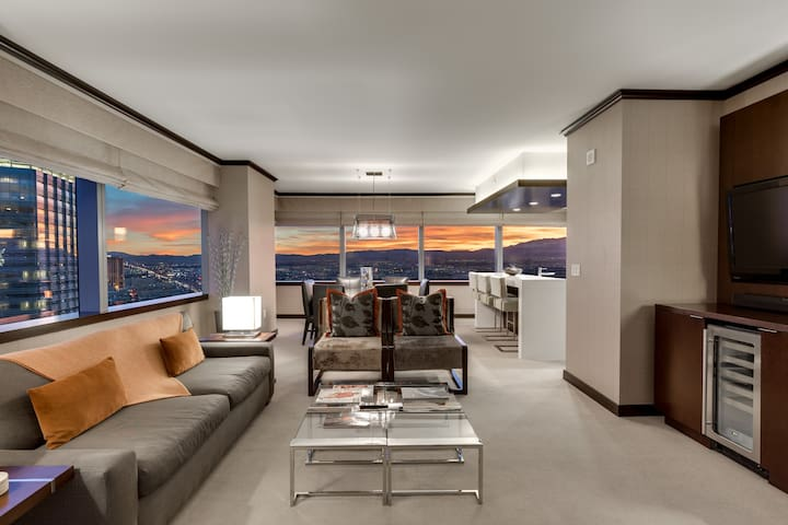Biggest Penthouse@ Vdara! 2+BR JawDrop Strip View!