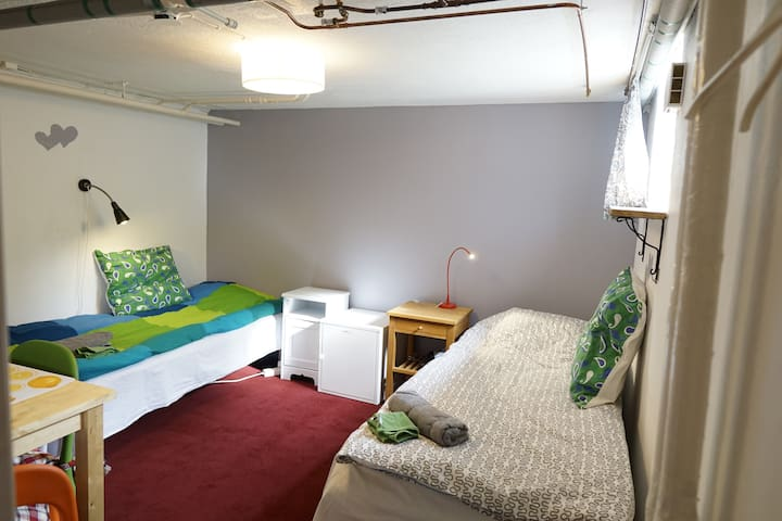Room with private entrance  near Gothenburg