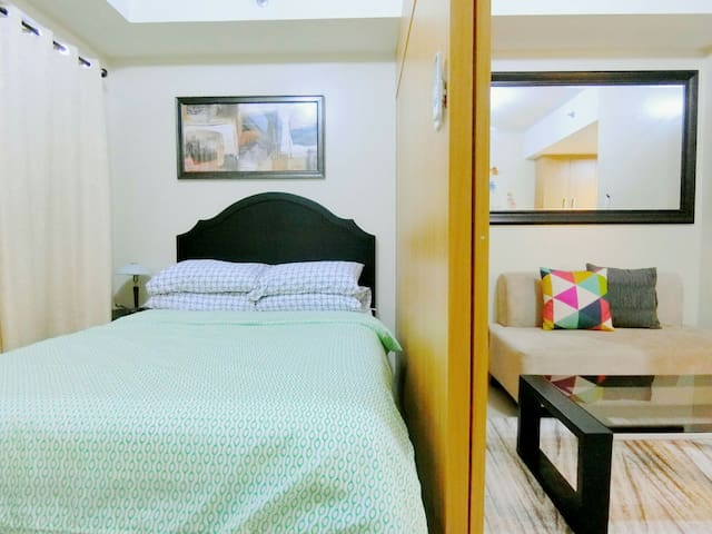 SHELL RES 12F:New Modern Room,MOA,WiFi and Balcony - Pasay City - Departamento