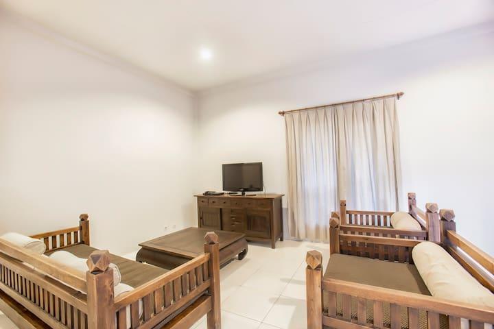 Spacious 2 Bedroom Apartment + Pool - West Denpasar - Byt