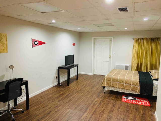 ★ Studio-Basement in 5 Points w/ Private Entrance★