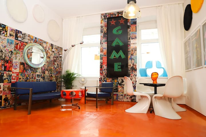 """Oh oh Orange"" Apartment near Naschmarkt"