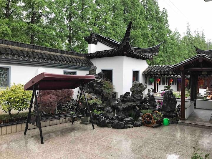 崇明里园-五星级精品民宿,东平森林公园附近,江南园林庭院,房间花园环抱1个房间,可住2人