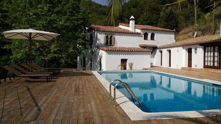 Stylish XVth C masia, with mountain/sea views...