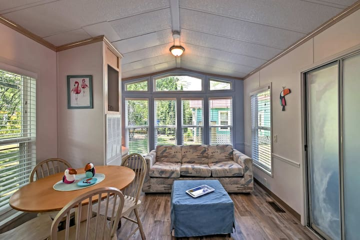 This vacation rental boasts accommodation for 6 and 600 square feet of space.