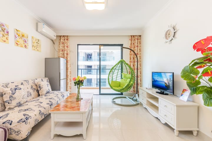 三亚大东海精装两室一厅三张床,可做饭,赠免税店。