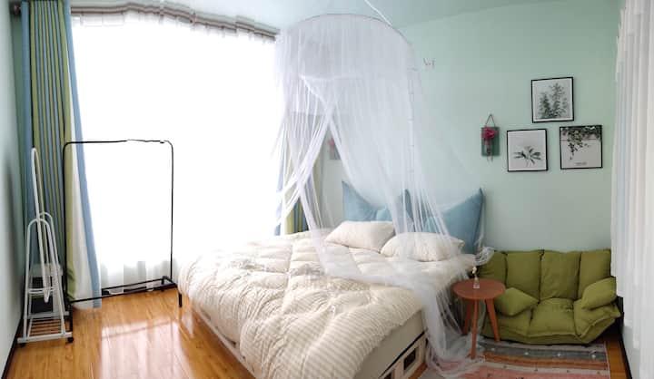 威宁草海阳光充沛落地窗大床房