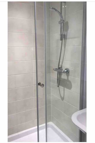 Tottenham Hale Village-En suite & Private Balcony