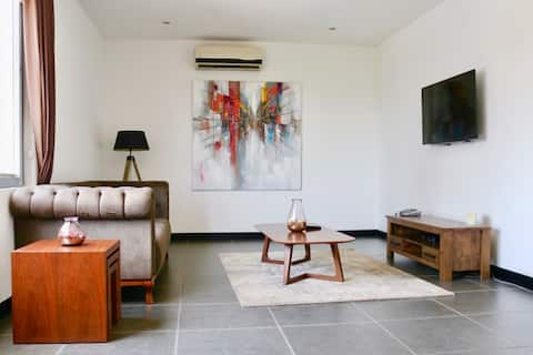 Deluxe 1 Bedroom in Osu, The Pulse of Accra