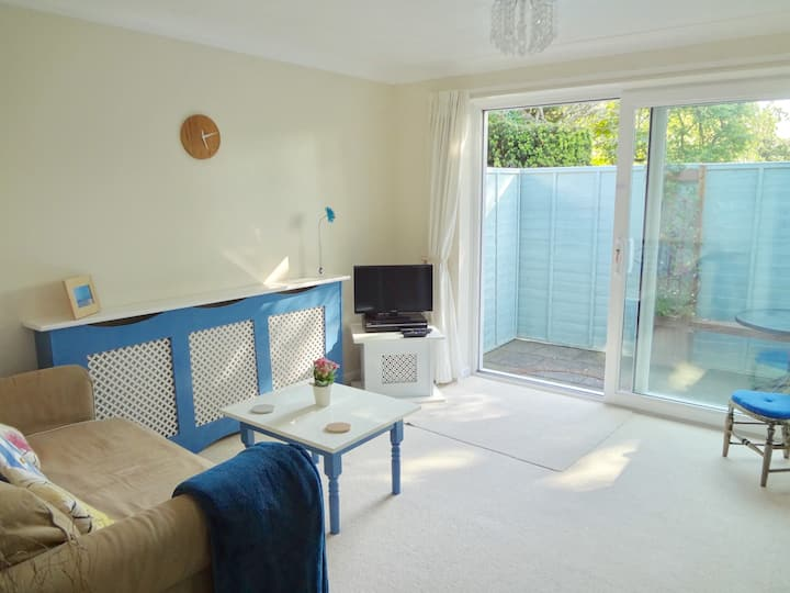 Entire 1 bedroom flat. Worthing, newly decorated