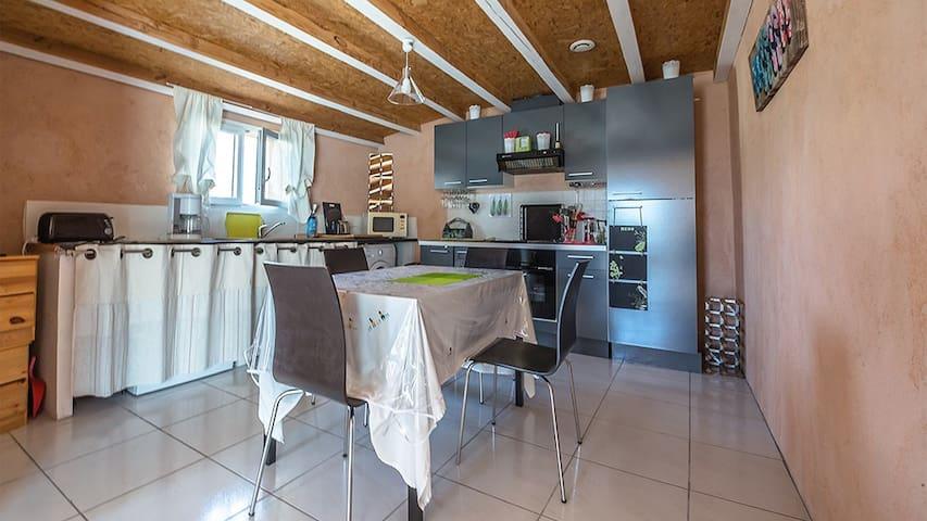 une cuisine fonctionnelle avec tout se dont vous aurez besoin pour votre séjour