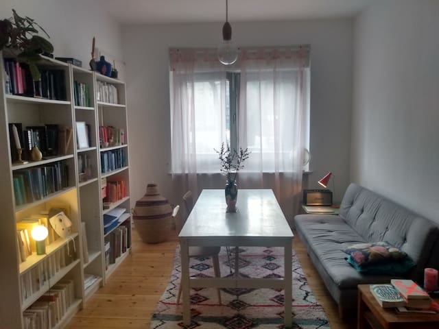 cosy room in quiet off-street of Neukölln