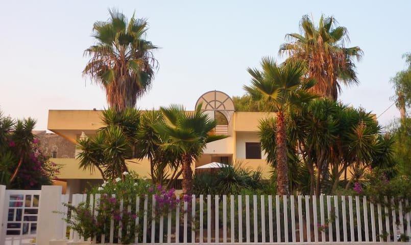 Appartamento nei luoghi di Montalbano - Punta Braccetto - Appartement