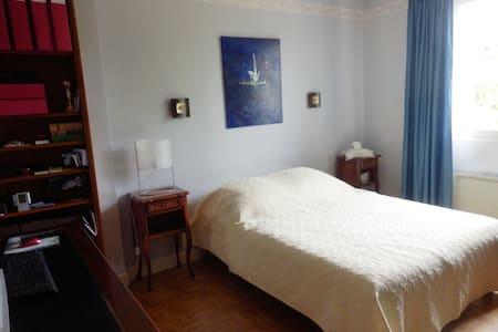 Chambre lumineuse proche des châteaux de la Loire