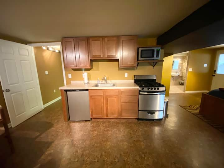 Garden View Apartment (5 min from 79 & 279)