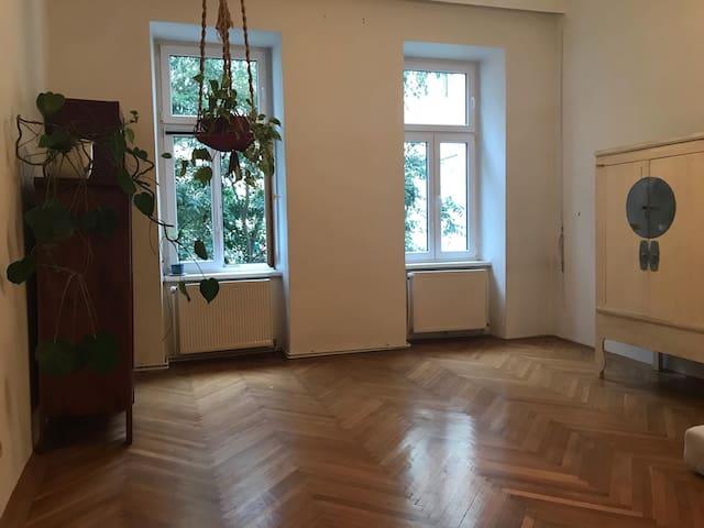 super zentral gelegene Wohnung im Grünen