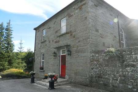 Built in 1766 - The Glebe House - Ennistymon - Hus