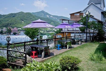 강촌을 한번에 즐길수 있는 가장 편안한 숙소 - Namsan-myeon, Chuncheon-si - Pensão (Coreia)