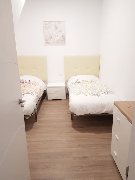 first room when you enter the appartment 2 single beds