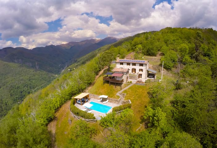 Villa in Barga, Tuscany in spectacular setting - Renaio - Σπίτι