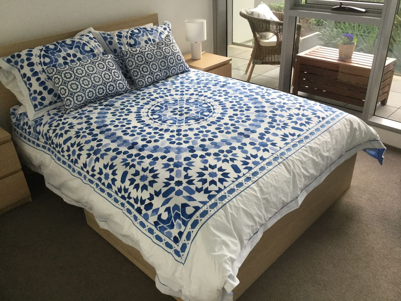 Quality Alex Perry bed linen