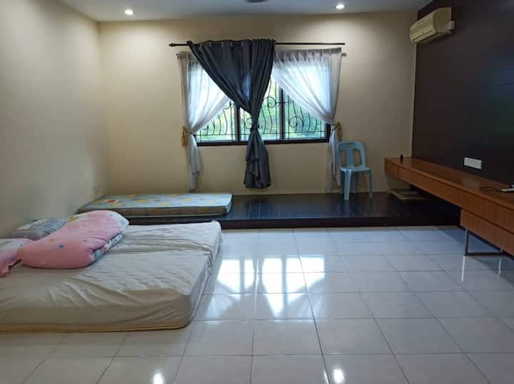 Taman Setia Indah- Master Room to rent