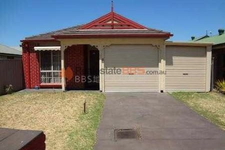 SWEAT HOUSE NEAR MAWSON LAKES - Pooraka