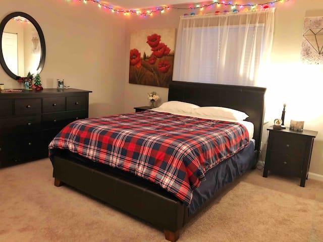 Clean, cozy non-smoking room!!