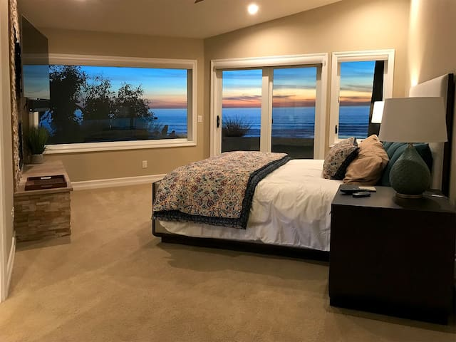 Watch surfers, whales and dolphins from the luxurious master bedroom suite with breathtaking ocean views!