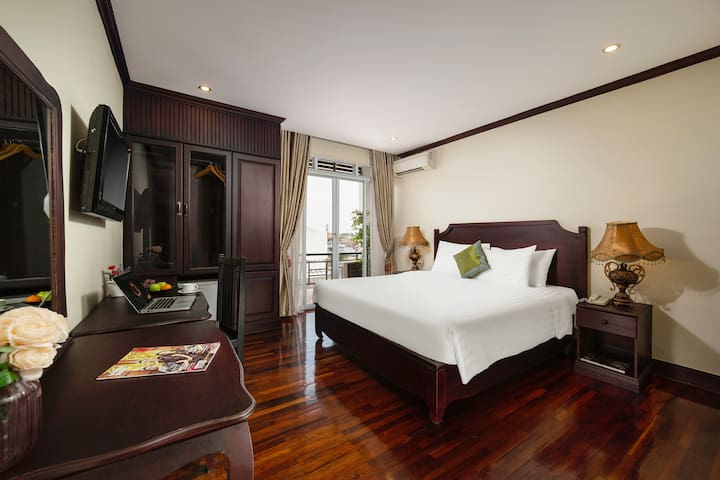 Double bed at Vientiane Golden Sun Hotel