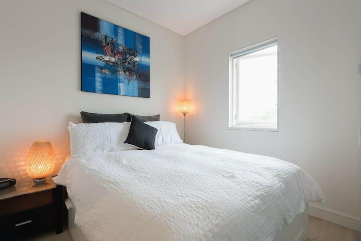 面向邦迪海滩的现代化一卧室公寓