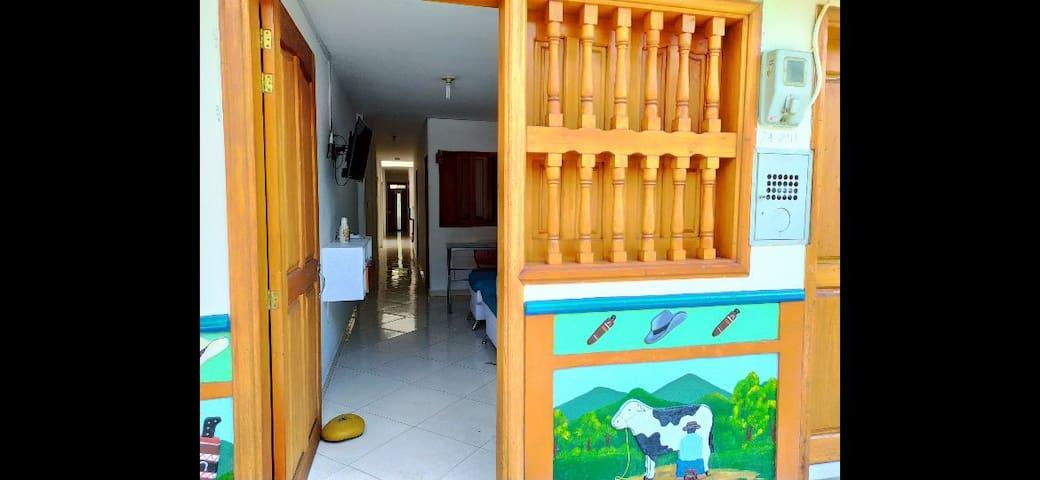 Hermosa casa 6 camas primer piso central Guatapé